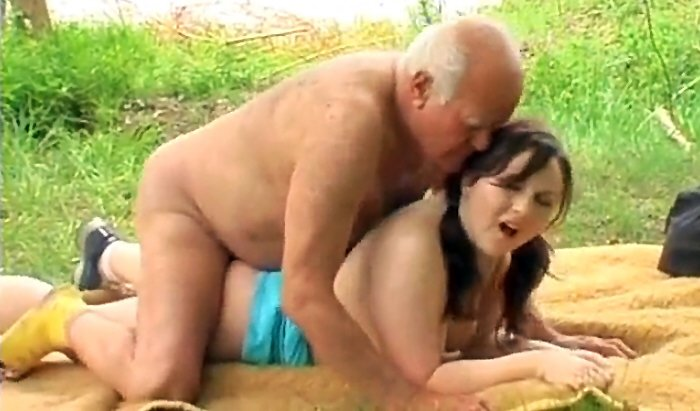 Horny grandpa fucks with young plump brunette near the river